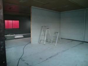 仕切りを作ってもらい 内壁サイディング完了!!         ⇒
